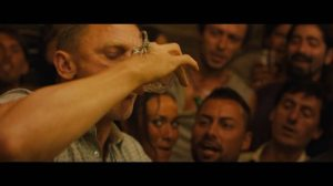 skyfall-2012-james-bond_daniel_craig_drinking_scorpion
