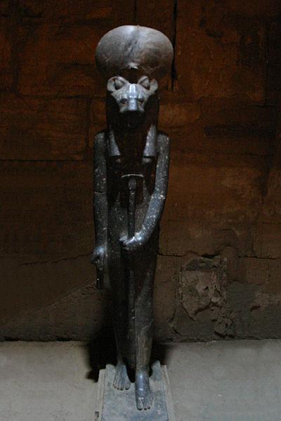 400px-PtahTemple-Karnak-Sekhmet_statue_chapel-2