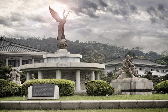 Phoenix Fountain - Mugunghwa Valley, Korea, via https://www.flickr.com/photos/aaronbrownphotos/4972461256/
