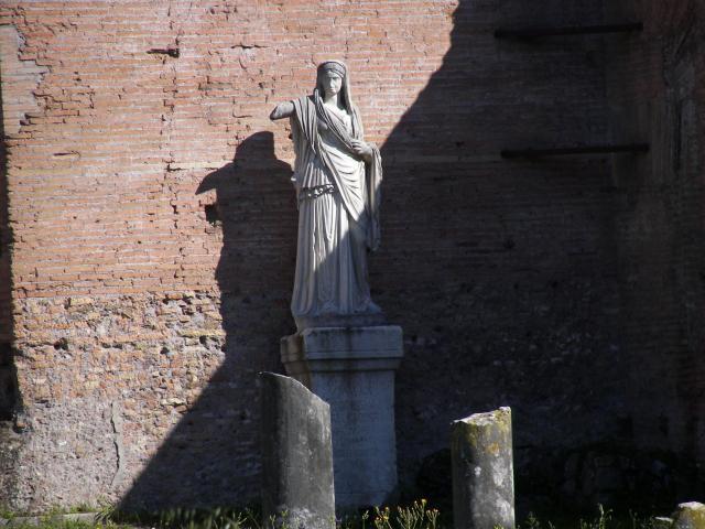 Flavia Publicia, statue to Vestal priestess