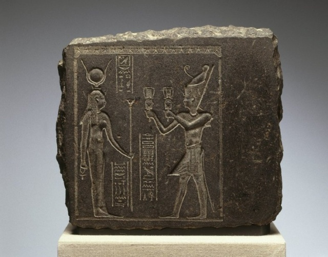 King before Hathor