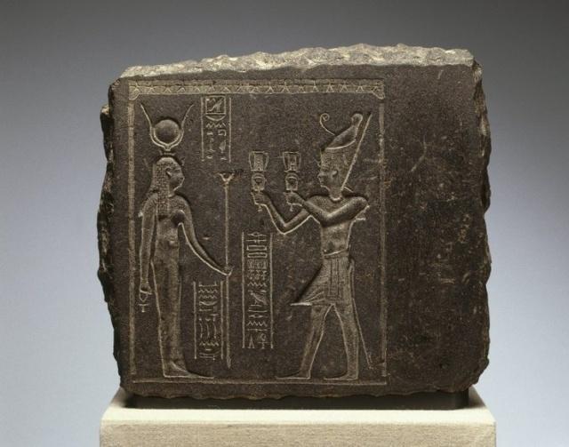 King before Hathor