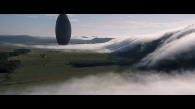 movie-arrival-amy-adams-jeremy-renner-1