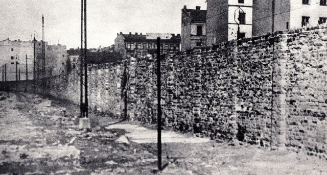 Ghetto_Wall_Warsaw_Ghetto_010
